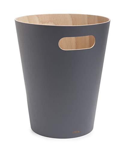 Umbra Woodrow Abfalleimer – Zweifarbiger Holz Papierkorb für Büro, Badezimmer, Wohnzimmer und Mehr, 7,5l Fassungsvermögen, Natur / Dunkelgrau